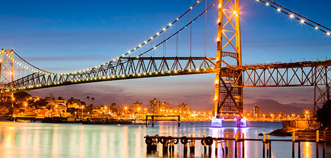 Ponte-Hercílio-Luz-em-Florianópolis.jpg